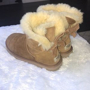 Mini bailey bow corduroy uggs, size 7